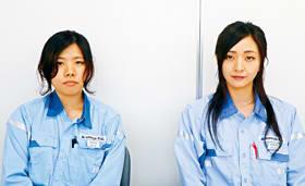 操業整備系で働く古川さん(右)と渡ァさん。女性技術職は着実に増えている