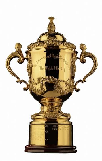 一般公開されるラグビーW杯の優勝杯「ウェブ・エリス・カップ」(横浜市提供)