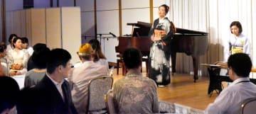 親子連れらが日本歌曲やクラシックを楽しんだ「夏休みファミリーコンサート」