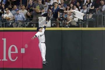 """ヤンキース・ガードナーのホームランボールを巡って""""場外戦""""が勃発【写真:AP】"""