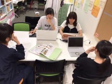チームでアイデアを出しながら、プロジェクトを進行