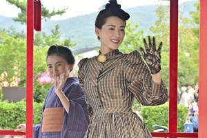 綾瀬さん(右)と鈴木さんが参加した昨年の会津藩公行列の様子