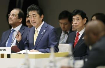 第7回「アフリカ開発会議」で行われた「官民ビジネス対話」であいさつする安倍首相=29日午前、横浜市
