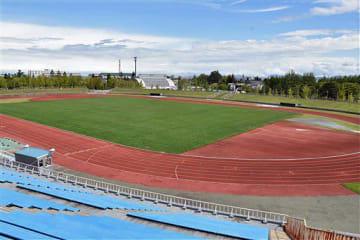 青森市安田の旧陸上競技場。9月以降は一部のスポーツ大会のみ行われ、11月の大会以降は閉鎖となる。閉鎖に伴うセレモニーなどの予定はないという