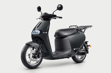 Taiwan's leading electric vehicle maker Gogoro Inc. introduces its Gogoro 2 Utility and battery swapping system in South Korea in partnership with local motorcycle seller TIC Corp. (Photo courtesy of Gogoro)