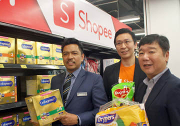 Masayoshi Masuda (R), managing director of Aeon Big (M) Sdn. Bhd., poses with Tan Ming Kit (C), category manager of Shopee, and Badrul Hisham Bin Mohd (L), deputy secretary-general of the Domestic Trade and Consumer Affairs Ministry on Aug. 28, 2019