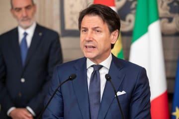 29日、ローマで記者団に話すイタリアのコンテ首相(大統領府提供・ロイター=共同)