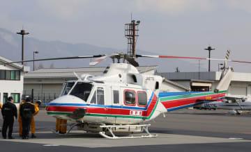 長野県が消防防災ヘリコプターとして使用する機体=2018年2月、松本空港