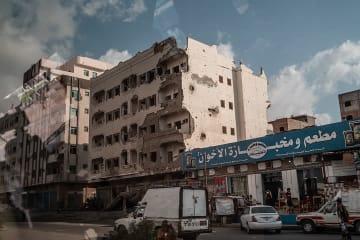戦闘で破壊されたアデン市街の建物(2018年12月撮影) © Agnes Varraine-Leca/MSF