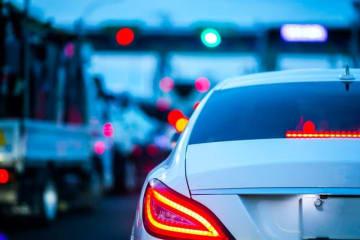 運転中の苛立ちを抑えきれず、周りの車を威嚇・挑発して危険に晒してしまうあおり運転。死傷者を伴う重大な交通事故につながることもあります。
