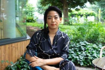 Yuto Chiba / BuzzFeed 内田也哉子さん。現在は生活の拠点をロンドンに置き、夫の本木雅弘さんや子どもたちと暮らしている。