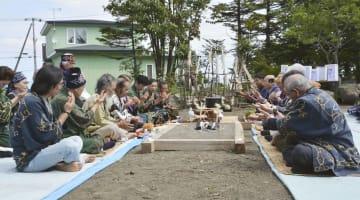 北海道紋別市で行われたアイヌ民族の伝統儀式=31日午前