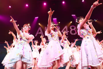 AKB48[ライブレポート]5人の新メンバーが加わりツアー後半戦の幕を開けた福岡公演「本当に私たちは幸せ者です」