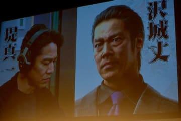 ゲーム「龍が如く7 光と闇の行方」で堤真一さんが演じる沢城丈(右)