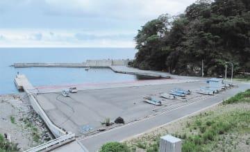 復旧したものの、出漁する漁船が減った合足漁港=大船渡市