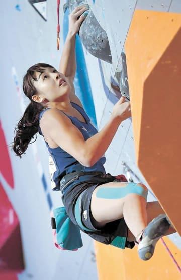 女子複合予選 リードで課題に挑む伊藤