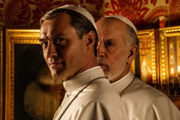 ジュード・ロウが破天荒なローマ教皇役「ザ・ニュー・ポープ(原題)」より - Gianni_Fiorito
