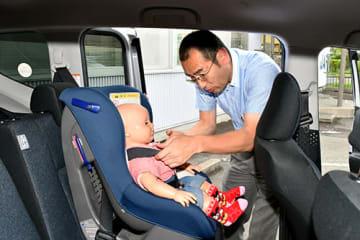 子どもの命を守るチャイルドシート。成長に合わせ、正しく使用することが重要だ=山形市・JAF山形支部