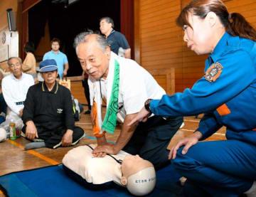 胸骨圧迫による心肺蘇生を行う住民
