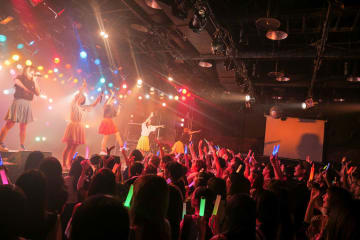 神宿[ライブレポート]クアトロツアーファイナル!ダブルアンコールで大熱狂「5周年を迎える私たちの姿を観てほしい」