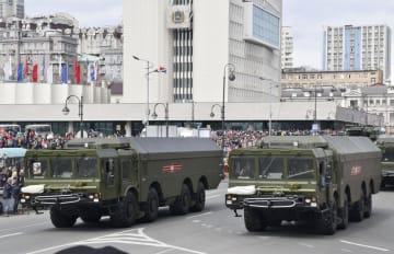 ロシア・ウラジオストクの軍事パレードに登場した新型地対艦ミサイル「バスチオン」を搭載した車両=2018年5月(共同)