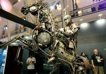 廃棄物が芸術品に「変身」 上海デザインウイーク