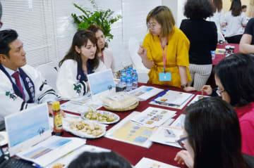青森県は、ベトナムで2回目の県産食品の商談会を開催した=8月30日、ホーチミン市