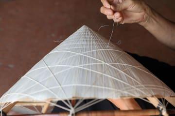 ベトナム伝統の編み笠、ノンラー作り