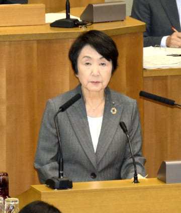 横浜市議会で答弁する林文子市長=3日午前