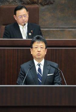 9月定例熊本市議会で提案理由を説明する大西一史市長=熊本市議会棟