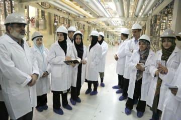 5月、イランのメディアに公開された同国中部ナタンズのウラン濃縮施設(イラン原子力庁提供・共同)