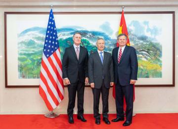 劉鶴氏、米上院議員一行と会見 貿易戦争に断固反対