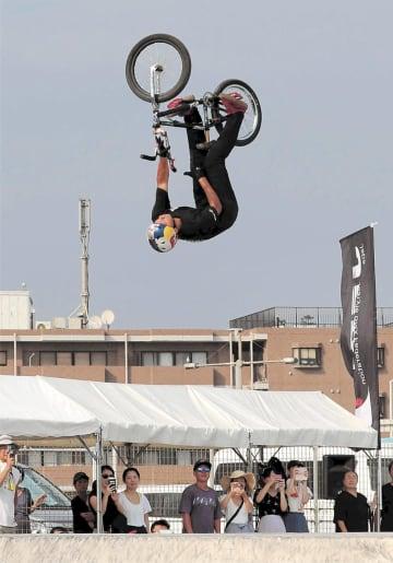 BMXフリースタイル・パークのジャパンカップで優勝した中村=8月、神奈川県藤沢市