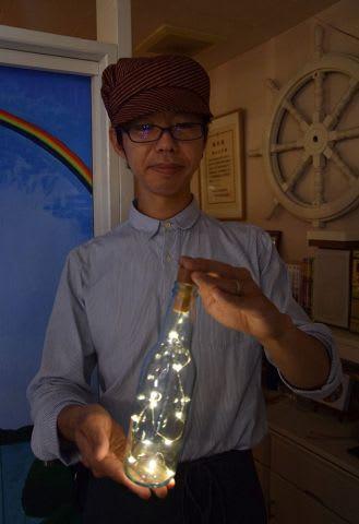 イベントで使うランタンを手にする橋本さん