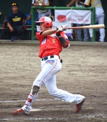 【福島レッドホープス―栃木】5回裏、福島2死一、三塁、勝ち越しの適時打を放つ佐賀
