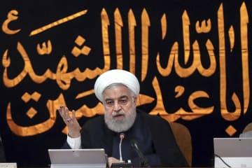 閣議で話すイランのロウハニ大統領=4日、テヘラン(イラン大統領府提供・AP=共同)