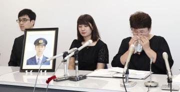 申請後に記者会見する渡辺崇寿さんの母親美智代さん(右)ら遺族=5日午前、熊本県庁