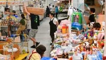 「旧にぎわい広場」で営業している仮設市場
