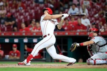 本塁打を放ち、勝利投手となりセンターの守備にも就いたレッズのマイケル・ロレンゼン【写真:Getty Images】