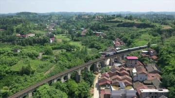 新中国が初めて建設した成渝鉄道 今も成都と重慶結ぶ大動脈