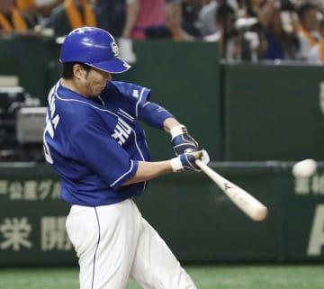 8回中日2死二、三塁、福田が左中間に逆転の2点二塁打を放つ=東京ドーム