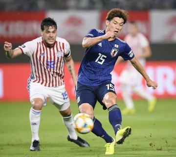 日本―パラグアイ 前半、先制ゴールを決める大迫=カシマ
