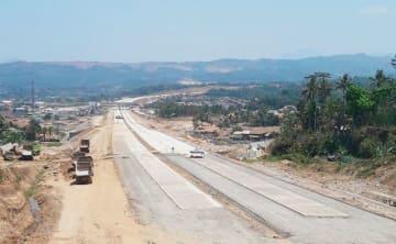 建設工事の遅れが指摘されるチスムダウ高速道路(アンタラ通信)