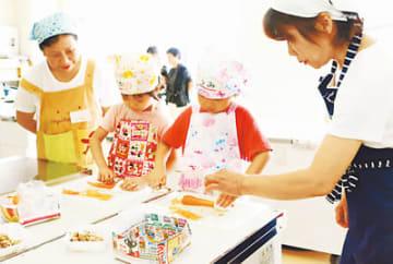 園児の調理をやさしく見守る新たな食育サポートスタッフ