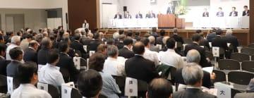 九州新幹線長崎ルートのフル規格整備や観光振興などを呼び掛けた議員大会=大村市、大村ボートレース場