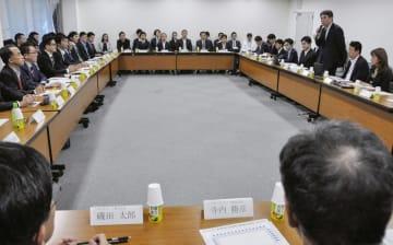 経産省が開いた、消費税増税に伴うキャッシュレス決済のポイント還元制度の会合=6日午後