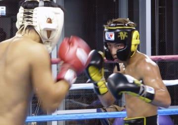 練習するWBAとIBFバンタム級王者の井上尚弥=横浜市の大橋ジム