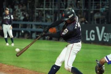 10回に勝ち越し2点適時二塁打を放った侍ジャパンU-18代表・武岡龍世【写真:荒川祐史】