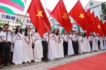 ベトナム各地の学校で始業式