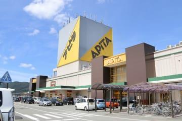 一時閉店し、新型店に向けて改装するアピタ福井店=9月6日、福井県福井市飯塚町